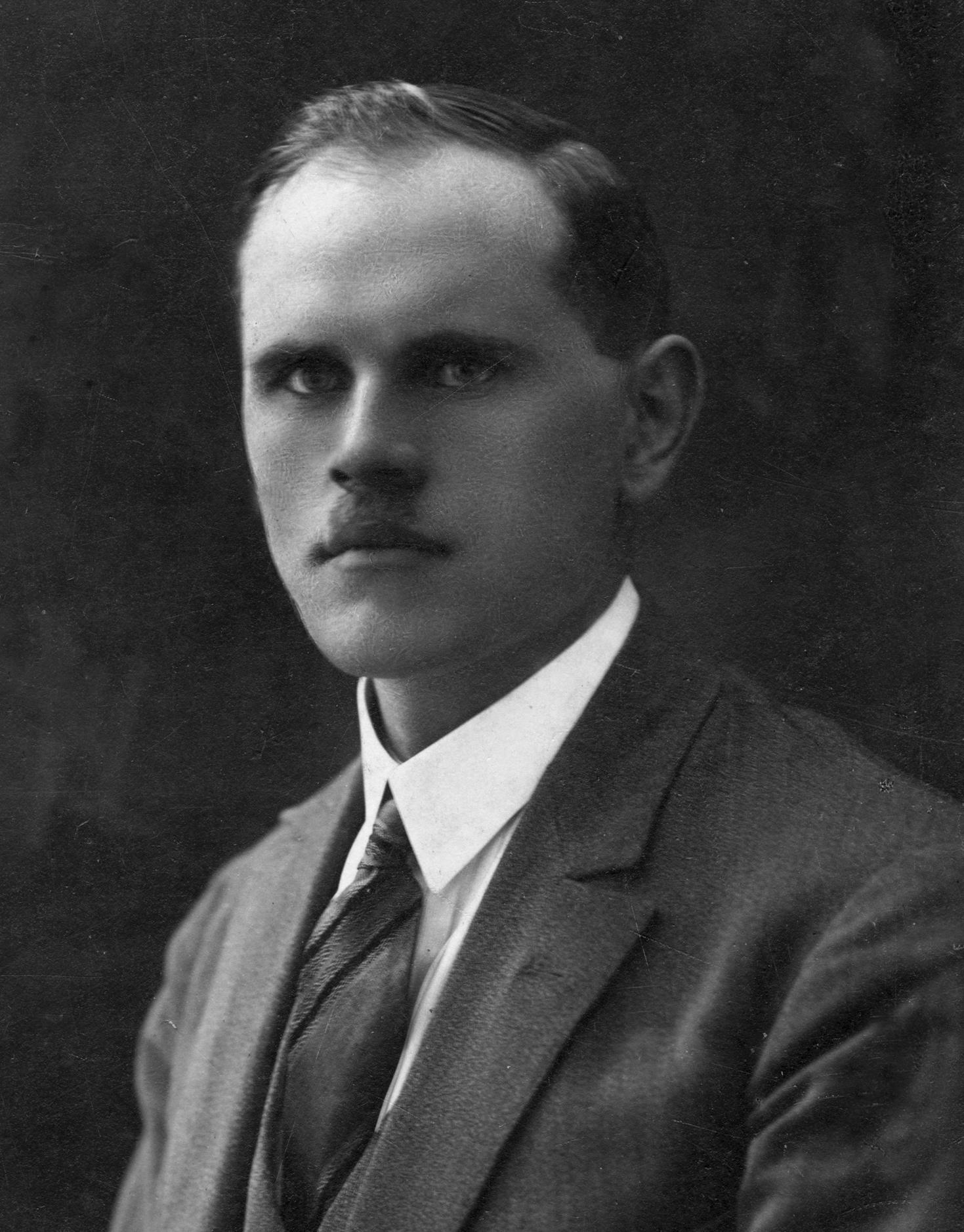 http://wt32a2t.atease.lt/uploads/userfiles/zuvanciuju_gelbejimo_kryziaus/1928-05-20_Antanas-Blažaitis_Kalvarija.jpg