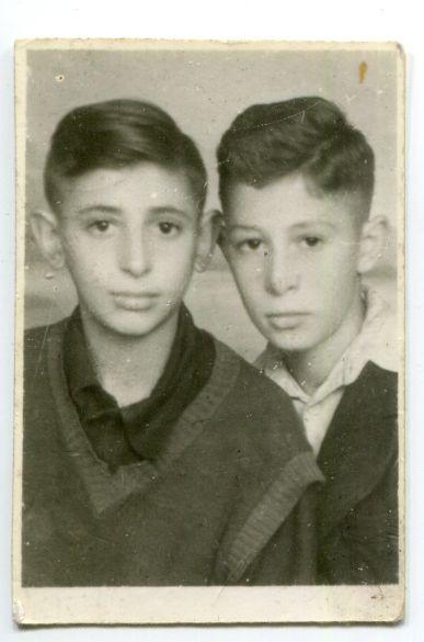 VŽM 8508-7. Chaimas Vilionskis (dešinėje) su draugu N. Rudiku 1946 m. Pokario Kauno žydų vaikų namai Nr. 4.