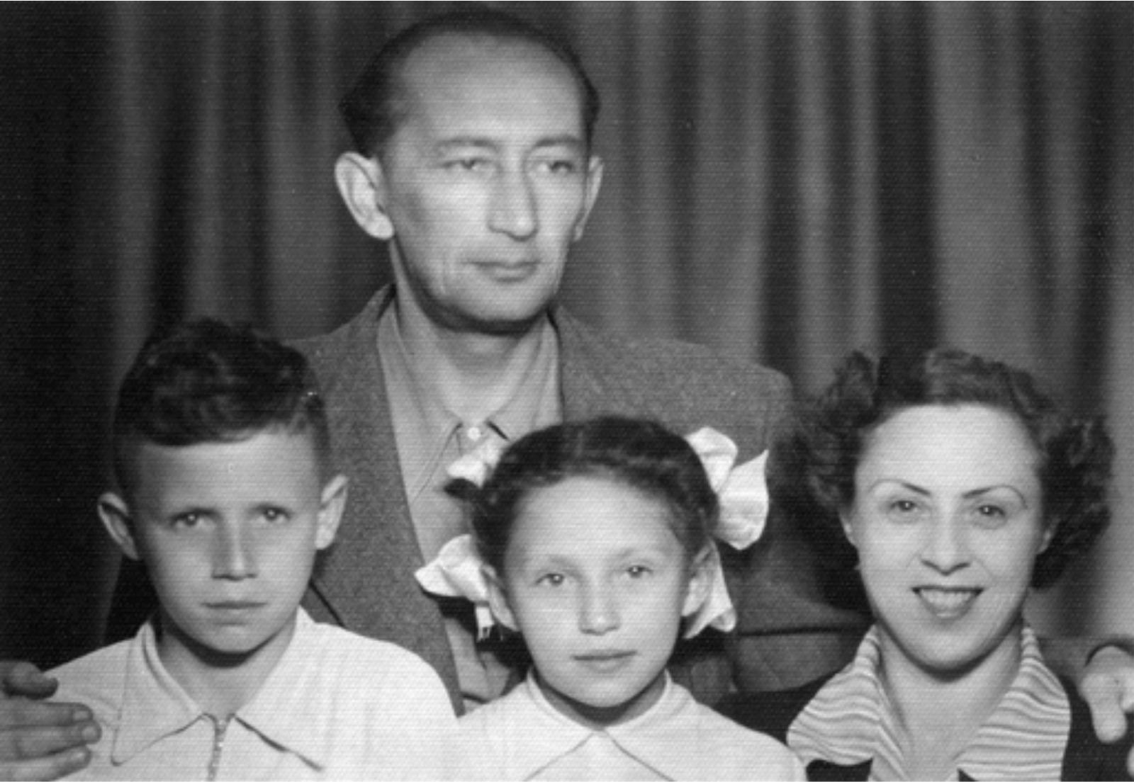 https://www.jmuseum.lt/uploads/userfiles/zuvanciuju_gelbejimo_kryziaus/Išgelbėtosios-Dinos-Faktarovskienės-šeima.jpg